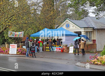 LEURA, AUSTRALIA - SEPTEMBER 25 2015: Shops and craft market on Leura Mall, the main thoroughfare through Leura, - Stock Photo