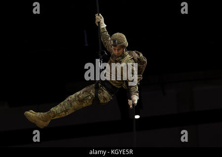 Madison, WI, USA. 10th Nov, 2017. Army ROTC member repels from the ceiling with the game ball before the NCAA Basketball - Stock Photo