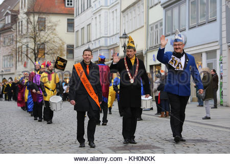 Coburg, Germany. 11th Nov, 2017. A carnival parade winds its way through the streets of Coburg, Germany, to mark - Stock Photo