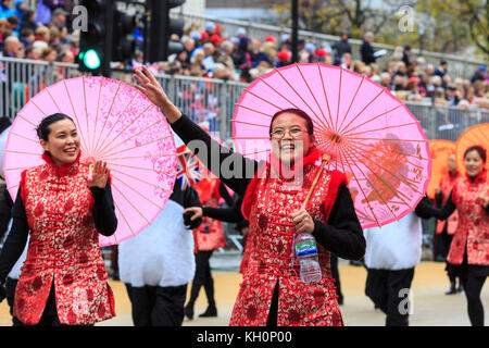 City of London, UK. 11th Nov, 2017. The Zhejiang UK Chinese Business Association wave at the crowds. The 2017 Lord - Stock Photo