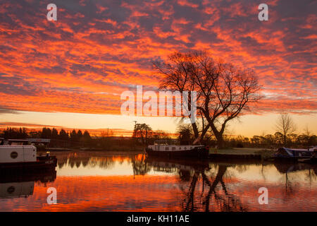 Rufford, Lancashire. UK. Weather. 13/11/2017. Cold Start to the day. A cold, crisp, calm, purple dawn a phenomenon - Stock Photo