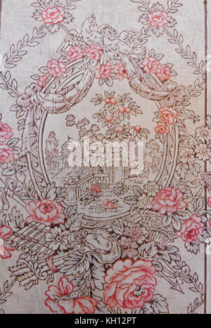 Potsdam, Germany. 10th Nov, 2017. Close-up picture of the historical wallpaper of the guest apartment of Cecilienhof - Stock Photo