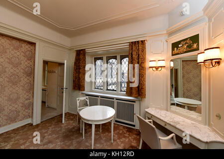 Potsdam, Germany. 10th Nov, 2017. The guest apartment of Cecilienhof Castle ready to receive guests once again in - Stock Photo