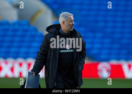 Cardiff, Wales, UK, November 13th 2017. Wales coach Kit Symons during training at Cardiff City Stadium ahead of - Stock Photo