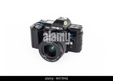 1980s Minolta Maxxum 7000 automatic 35mm roll film SLR camera, 35-80mm zoom lens, isolated against a white background - Stock Photo