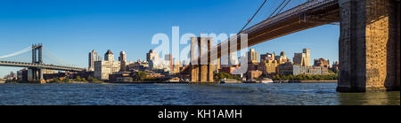 Panoramic view of Brooklyn Riverfront between the Manhattan Bridge and the Brooklyn Bridge. Brooklyn, New York City Stock Photo