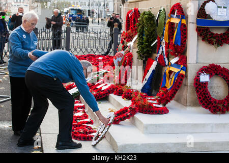 London, UK. 12th November, 2017. Ex-services personnel from Veterans For Peace UK (VFP UK) place a wreath at the - Stock Photo
