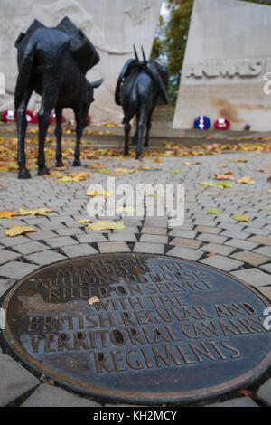 London, UK. 12th November, 2017. Poppy wreaths laid at the Animals in War memorial for Remembrance Day in memory - Stock Photo