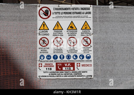Health and safety notice sign at building site in Italy - Stock Photo