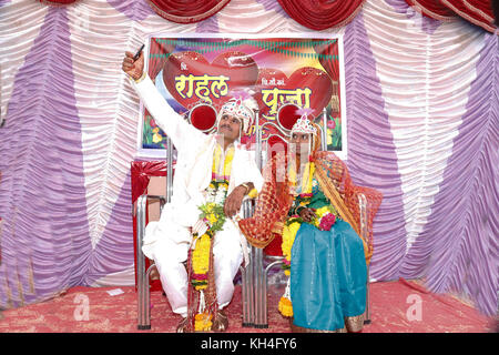 bride taking selfie with groom, Chinchani, Maharashtra, India, Asia - Stock Photo