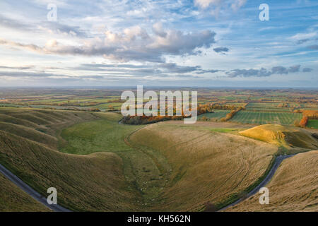 The Manger and Dragon Hill in the autumn evening sunlight at Uffington, viewed from White Horse Hill. Uffington, - Stock Photo