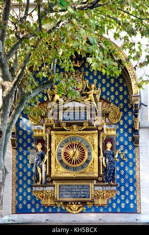 Paris, France. The oldest clock in Paris (1370 - repainted 2012) in the Tour de l'Horloge, the Conciergerie, Isle - Stock Photo