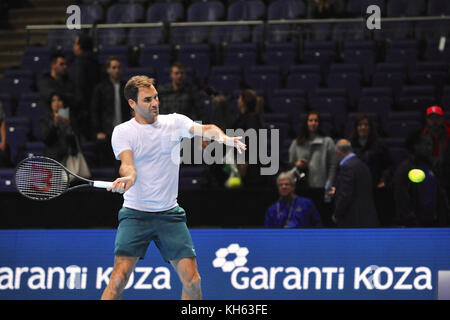 London, UK. 14th Nov, 2017. Roger Federer (SUI) warming up prior to competing in the singles competition in the - Stock Photo