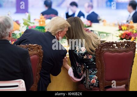 U.S President Donald Trump whispers to first lady Melania Trump during the State Dinner at the Great Hall of the - Stock Photo