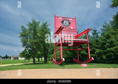 Fanning, Missouri - July 18 2017: The giant Rocking Chair of the Fanning outpost general store on the Route 66. - Stock Photo