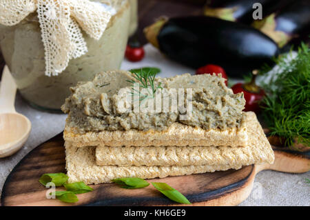 Gentle paste, paste from the eggplant. Dietary dish. Put on a crisp low-calorie diet fitness bread. Vegan cuisine. - Stock Photo