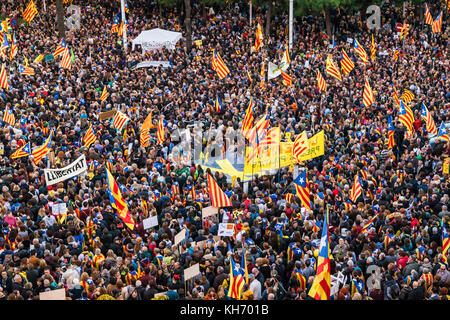Catalan Independentists marching on a rally of support for the political prisoners held by the spanish central government - Stock Photo