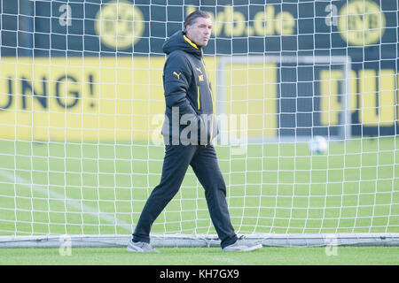 Michael ZORC (Sportdirektor DO), Fussball 1. Bundesliga, Training, Borussia Dortmund (DO) am 13.11.2017 in Dortmund/ - Stock Photo