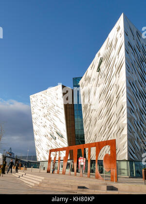 Belfast, Northern Ireland, UK. 16th Nov, 2017. UK weather: Titanic Belfast in the late afternoon sun. Although the - Stock Photo
