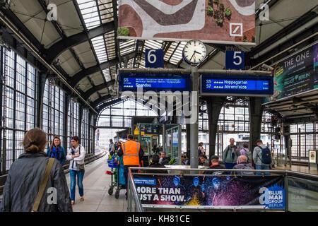Germany, Berlin,Friedrichstrasse railway station.S-bahn platform on raised viaduct,glass ceiling,people,commuters - Stock Photo