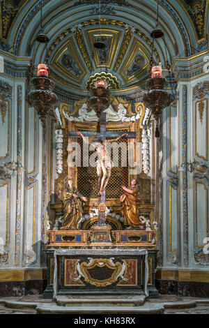 Altar und Kruzifix der Kathedrale St. Paul, Mdina, Malta |  Altar room with cruzifix,  Cathedral of St. Paul, Mdina, - Stock Photo
