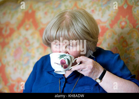 Photographer Jane Bown (13 March 1925 – 21 December 2014), drinking tea - Stock Photo