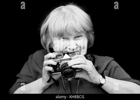 Photographer Jane Bown (13 March 1925 – 21 December 2014), B&W portrait holding camera - Stock Photo