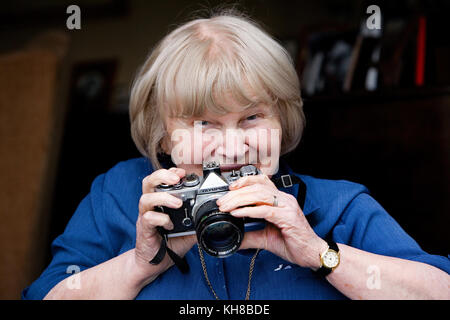 Photographer Jane Bown (13 March 1925 – 21 December 2014), portrait holding camera - Stock Photo
