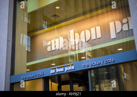 An Au Bon Pain cafe in New York on Sunday, November 12, 2017.  The fast-casual Panera Bread Co., owned by JAB Holding, - Stock Photo