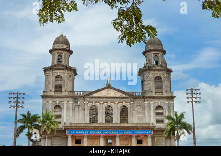 The old Cathedral of Managua, aka Catedral de Santiago, in Managua, Nicaragua. The sign in Spanish quotes Ruben - Stock Photo
