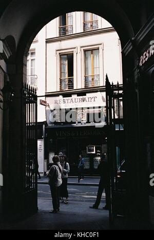 AJAXNETPHOTO. 6TH APRIL, 2006. PARIS, FRANCE. - PASSAGE VERDEAU REAR ENTRANCE. PHOTO:JONATHAN EASTLAND/AJAX REF:CD1555 - Stock Photo