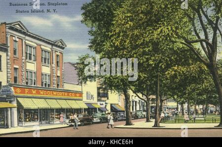 Hand colored postcard of corner of park, with people in street, 1940's cars parked in front of shops, FW Woolworth, - Stock Photo