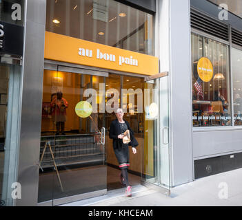 An Au Bon Pain cafe in New York on Thursday, November 9, 2017.  The fast-casual Panera Bread Co., owned by JAB Holding, - Stock Photo