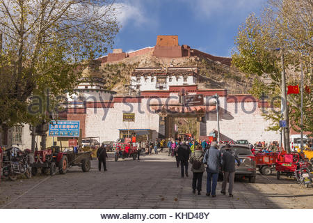 Main street leading to the Pelkor Chode Monastery - Stock Photo