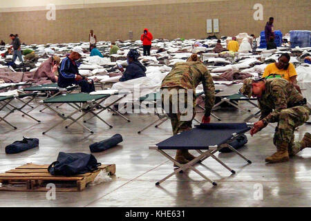 Soldiers from the Louisiana National Guard's 2228th Military Police Company headquarted in Alexandria set up cots - Stock Photo