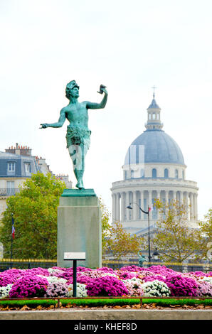 Paris, France. Jardin du Luxembourg (6th Arr) 'L'Acteur Grec' (1868: Charles-Arthur Bourgeois) Dome of the Pantheon - Stock Photo