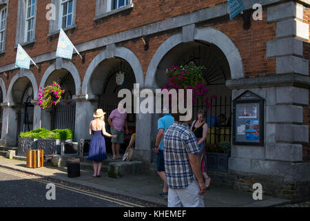 Rye Town Hall and tourists - Stock Photo