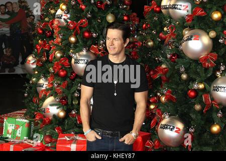 London, UK. 16th Nov, 2017. Mark Wahlberg, Daddy's Home 2 - UK Premiere, Leicester Square, London, UK. 16th Nov, - Stock Photo