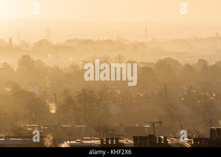 London, UK. 17th Nov, 2017. Wimbledon landscape is bathed in autumn sunshine on a cold frosty morning as temperatures - Stock Photo