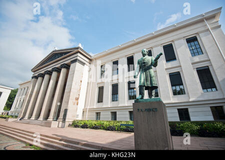 Peter Andreas Munch statue, in front of the University of Oslo, Norway - Stock Photo
