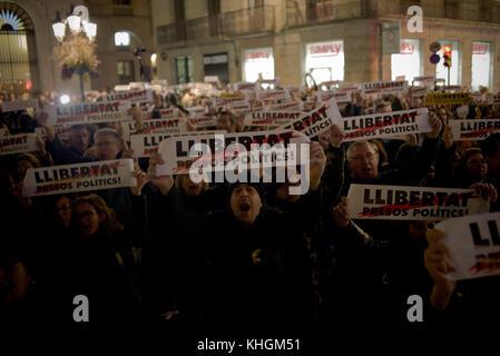 Barcelona, Catalonia, Spain 16 November, 2017 - In Barcelona demonstrators shout slogans and show banners demanding - Stock Photo