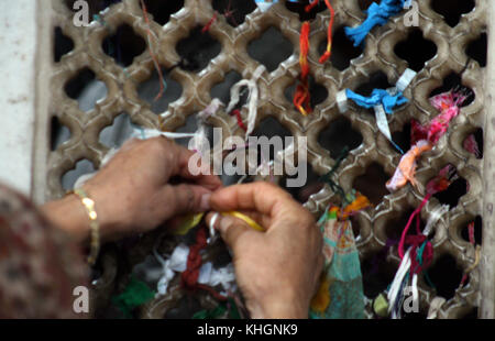 Srinagar, Kashmir. 17th Nov, 2017. A kashmiri women pieces of cloth have been tied by the window of shrine during - Stock Photo