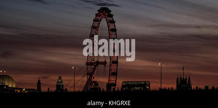 London, UK. 17th Nov, 2017. . London England. London is greeted with a wonderful sunset to mark the end of Friday - Stock Photo