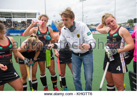 Auckland, New Zealand. 18th Nov, 2017. The German head coach Xavier Reckinger speaks with his players during the - Stock Photo