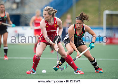 Auckland, New Zealand. 18th Nov, 2017. The German player Charlotte Stapenhorst (R) engaged in a duel with England's - Stock Photo