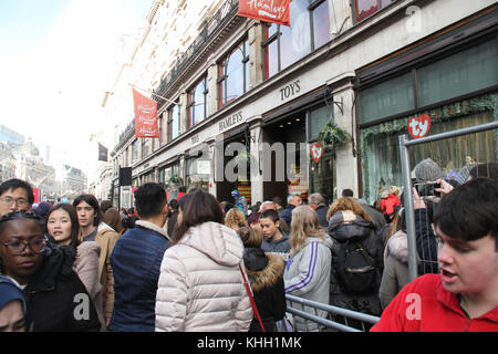 London, UK. 19th Nov 2017.  Hundreds of people attended the Hamleys Christmas Toy Parade on a traffic-free Regents - Stock Photo