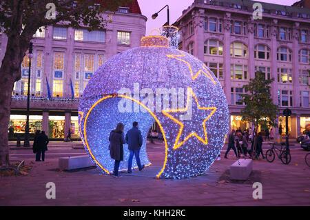 London, UK. 19th Nov, 2017. London, UK 19th November. Christmas decorations in London - Stock Photo