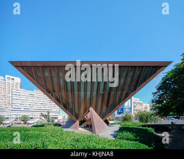 Israel, Tel Aviv The Holocaust memorial sculpture in the central square of Tel Aviv Rabin Square by Yigal Tumarkin - Stock Photo