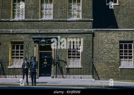 10 Downing Street with two policemen outside. Taken on 11/07/56 - Stock Photo