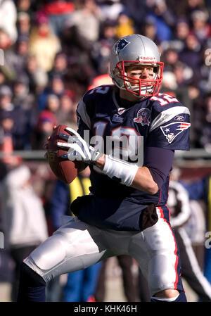 10 January 2010.  New England Patriot Quarterback Tom Brady (12) with a first quarter pass - Stock Photo